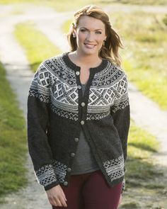 Setesdalkofte by Berit Ramsland.free pattern, Norwegian and Swedish Norwegian Knitting, Cardigan Design, Icelandic Sweaters, Fair Isle Knitting, Knitting For Beginners, Alpacas, Couture, Cardigans For Women, Mantel