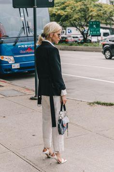 New York Fashion Week Street Style, Ny Fashion Week, Fashion 2018, Street Style Women, Womens Fashion, Fashion Fashion, Adventure Style, Love Clothing, Street Style Looks