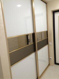 Шкаф-купе модус профиль золото браш , вставки стекла: лакабель ультробелый , бронза зеркало, бронза мателак . 1900 мм встроенный в нишу . Стоимость шкафа составила 935 бел.руб #шкаф#шкафы-купе#заказатьшкаф#шкафыверест#мебельэверест#заказыэверест#шкафмодус#шкафысенатор#системасенатор#лакабель#зеркало Sliding Door Wardrobe Designs, Wardrobe Design Bedroom, Bedroom Cupboard Designs, Luxury Bedroom Design, Wardrobe Furniture, Bedroom Furniture Design, Wardrobe Doors, Built In Wardrobe, Closet Designs