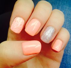 Peach cream, sparkles and marble effect nails