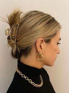 7 peinados minimalistas para las chicas de cabello corto  De vuelta a las pinzas en el cabelloSi pensabas que las pinzas en el cabello habían pasado de moda, es tiempo de que compres una, pues este sencillo accesorio le dará mucho estilo a tu melena.