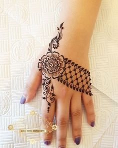 32 Stunning Back Hand Henna Designs to Captivate Mehndi Lovers Henna Hand Designs, Mehndi Designs Finger, Henna Tattoo Designs Simple, Mehndi Designs For Beginners, Mehndi Designs For Girls, Mehndi Design Photos, Unique Mehndi Designs, Mehndi Designs For Fingers, Beautiful Henna Designs