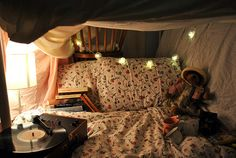 Another cozy bed:) definitely putting these lights in my new room! My New Room, My Room, Bedroom Inspo, Bedroom Decor, Home Modern, Dream Bedroom, Fancy Bedroom, Teen Bedroom, Sweet Home