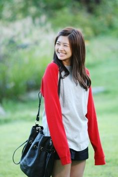 Based on the popular manga, Oh Ha Ni is a clumsy student who falls for the perfectionist, Baek Seung Jo. However, Seung Jo is indifferent towards her and rejects her love. Asian Actors, Korean Actresses, Actors & Actresses, Playful Kiss, Baek Seung Jo, Itazura Na Kiss, Korean Drama Series, Popular Manga, Jung So Min