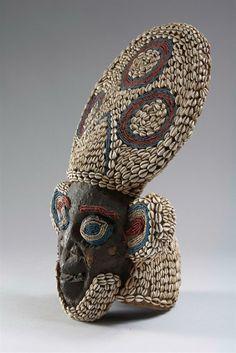 MASQUE BAMOUM Cameroun. Hauteur: 68 cm (...)  CHF 15,000 / 20,000 | € 12,490 / 16,660