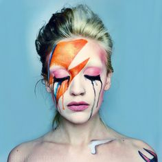 David Bowie tribute by Haley Mariah Tuesday. Aladdin sane, Ziggy stardust makeup. Crying makeup. Más