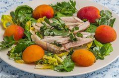 Une petite salade rapide faite avec mon reste de poulet ! Comme vous n'aurez sans doute pas un reste de poulet, je note dans votre liste de courses une belle escalope de poulet. Pour la quantité, je vous laisse voir si vous en voulez plus ou non ! Comme pour toutes les recettes de salade, il faut suivre son inspiration et ses envies. Cette recette accompagne pour la dernière fois le Cata cooking challenge. Il y a des fois où on se fixe des petits défis. Le mien était de poster 31 recettes...