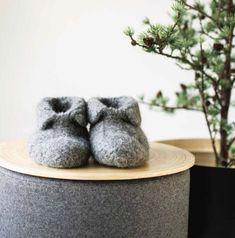 KAH15-04_Tovede Tøflus tøfler_ tovede tøfler du vil elske Boot Socks, Crochet Pattern, Slippers, Knitting, Kids, Boots, Decor, Women, Tejidos
