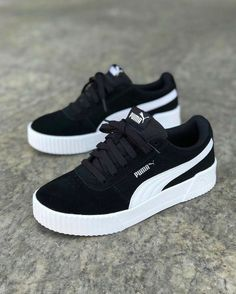 Nike Shoes Outfits, Nike Air Shoes, Mode Outfits, Shoes Sport, Sports Shoes, Adidas Shoes, Fall Outfits, Cute Sneakers, Girls Sneakers
