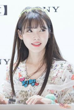 IU 아이유 (Lee JiEun 이지은) at Sony Audio fansign event in Yeouido 160725 Beautiful Asian Girls, Most Beautiful Women, Kpop Girl Groups, Kpop Girls, Korea Fashion, Girl Fashion, Sony, Beautiful Goddess, K Pop Music