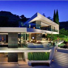 """""""La vida buena es cara, PERO LA MALA NO ES VIDA!! ______________________________________ #lujos #luxury #luxuries #millionaires #billionaires…"""""""