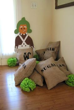 Willy Wonka party props - hey @Krystal Sharrock Hopkins you could use your leftover burlap for this