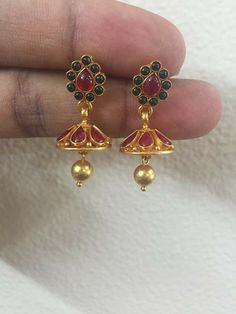 1 Gram Gold Jewellery, Gold Jewellery Design, Gold Jewelry, Gold Jhumka Earrings, Gold Earrings Designs, Tiny Stud Earrings, Simple Earrings, Siri, Fashion Jewelry