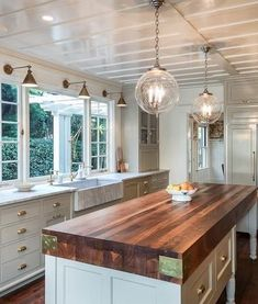 New kitchen sink lighting brass Ideas Kitchen Island With Sink, Kitchen Redo, Kitchen Design, Kitchen Ideas, Kitchen Islands, Brass Kitchen, Kitchen Tips, Rustic Kitchen Lighting, Kitchen Island Lighting