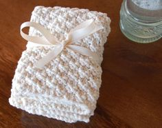 Instructions on how to make these 100% cotton, hand knit washcloths, for kitchen or bath. Easy DIY. Great for teacher appreciation day gifts