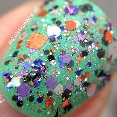 Macro of Hit Polish Nail Lacquer 'Spellbound' - 1 dabbed coat over Sinful Colors 'Mint Tropics' + topcoat.