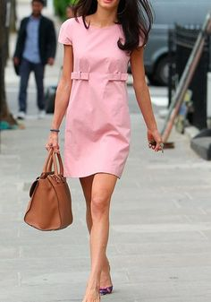 Whether in chic skirt suits or glamorous couture gowns, Amal Clooney always slays the style scene; scroll to see her best looks of all time! Estilo Florida, Trends 2018, Casual Clothing Stores, Clothing Catalogs, Clothing Sets, Nike Air Huarache, Cheap Dresses, Sexy Dresses, Look Street Style