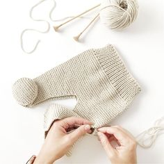 Cómo hacer una Polaina d punto para bebé - Patrón y Tutorial - Knitting TechniquesKnitting HatCrochet BlanketCrochet Bag Baby Knitting Patterns, Baby Boy Knitting, Knitting For Kids, Baby Patterns, Baby Leggings Pattern, Knit Leggings, Gestrickte Booties, Knitted Booties, Knit Baby Pants