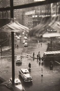 Union Square, New York City, 1950. Photo by Louis Faurer.