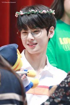 First:my god who ever put him in glasses I love u Second:their comeback killed me I stayed up till 4 am it was worth it 😦🙂👍🏻 Astro Eunwoo, Cha Eunwoo Astro, Korean Star, Korean Men, Korean Actors, Kdrama, Jinjin Astro, Lee Dong Min, Pre Debut