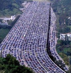 The largest traffic congestion in the world recorded in China, its length . - Hülya Dündar - - The largest traffic congestion in the world recorded in China, its length . In China, World Records, Cool Pictures, Beautiful Pictures, Scenery, Places To Visit, Around The Worlds, The Incredibles, Illustration