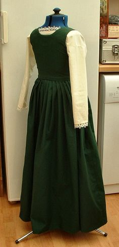 kirtle and smock, back view