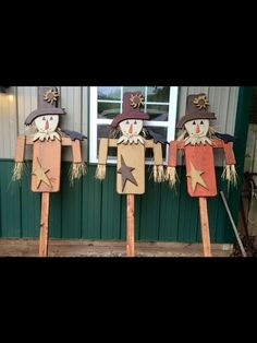Pretty cute scarecrows. Not sure where they're from