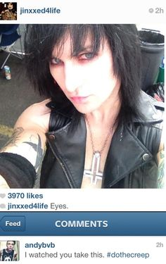 This is the sexiest photo of Jinxx that I have EVER seen, I just spent 2 minutes shrieking insanely at it. Like HIS EYES, how they're a tiny bit reddish... OMFG!!!!!