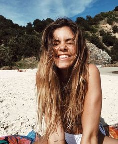 If you're prone to bad skin or lank/frizzy hair, then you may be interested in these 7 ways to get healthy hair, skin and nails, naturally! Summer Pictures, Beach Pictures, Short Hair Dont Care, Story Instagram, Instagram Models, Summer Of Love, Summer Beach, Pretty People, Summer Vibes