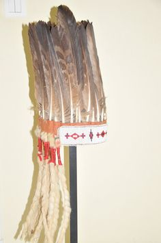 Blackfoot stand up bonnet-(mature golden eagle Documented piece (family estate), from a warrior named to 'Broken hand' Warrior Names, War Bonnet, Eagle Feathers, Native American Crafts, Tribal People, Ribbon Work, Native Art, First Nations, Traditional Art