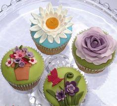 Spring is on it's way. Fondant Cupcakes, Fun Cupcakes, Cupcake Cakes, Cup Cakes, Garden Cupcakes, Spring Cupcakes, Cupcake Couture, Funny Cake, Beautiful Cupcakes