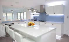 White Gloss Nolte Kitchen with bright blue glass splashbacks and ambient lighting Minimalist Kitchen Design, Diy Kitchen Decor, White Gloss Kitchen, Kitchen Inspirations, Kitchen Colors, Kitchen Splashback, Kitchen Layout, Modern Family Kitchen, Kitchen Color
