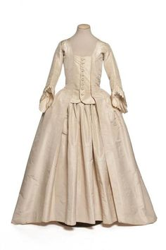 Robe à la Française, 18th century, Les Arts Décoratifs [I just love how the simple white fabric makes it look almost modern!]