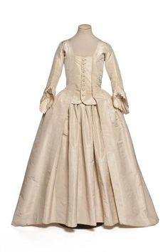 Robe à la Française, 18th century, Les Arts Décoratifs [I just love how the simple white fabric makes it look almost modern!]
