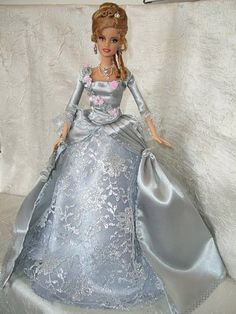 barbie doll gowns...History barbie.....12.22.5.....47.22.5 qw2