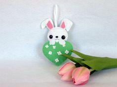 Lapin kawaii, decoration de printemps, decoration en feutrine par IbelieveIcanfil - Kawaii rabbit, spring decoration, felt decoration
