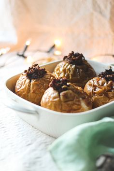 Die veganen Bratäpfel mit Vanillesauce sind das ideale und gesunde Dessert für kalte Wintertage! Foodblogger, Berry, Cereal, Ice Cream, Breakfast, Fitness, Healthy Desserts, Vegetarian Recipes, Vegan Life
