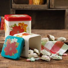 The Pioneer Woman Poinsettia 2 Piece Square Cookie Canister Food Storage Set Mexican Style Kitchens, Stove Top Oven, Pioneer Woman Kitchen, Square Cookies, Light Colored Wood, Set Cookie, Tin Containers, Canister Sets, Canisters