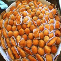 Salgadinhos para Festa Salgadinhos para Festa Ingredientes 1 kg de farinha de trigo1 peito de frango2 colheres bem cheias de claybon1 pacote de queijo rala