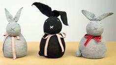 How would you like to turn your missing sock problem into a quick and easy way to make everyone smile this Easter, or all year round? Handimania is teaching us how to make darling little bunnies out of socks. The very best part? You don't even have to pull out