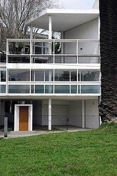 Curutchet House - Le Corbusier Project.  Arq.  Amancio Williams  (1953)  La Plata (Buenos Aires)