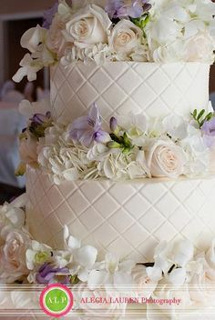 Royal Cakery--love the flowers