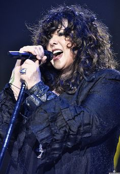 Heart / Ann Wilson - my favorite group and what a freakin' great voice!