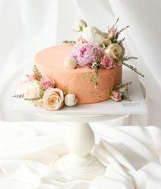 """좋아요 138개, 댓글 4개 - Instagram의 @momentsmarket님: """"100 days cake - . 예뻐서 만들고는 사진을 한참 찍었던 케이크✨ . . * 클래스, 주문케이크 문의는 카카오톡 raboum88로 부탁드려요. . .…"""""""