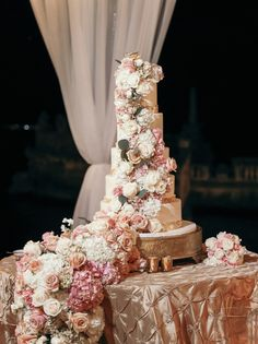 Gallery - This Dream Day in Florida is Setting the Bar for Luxury Weddings Huge Wedding Cakes, Luxury Wedding Cake, Beautiful Wedding Cakes, Dream Wedding, Wedding Day, Elegant Wedding Cakes, Wedding Goals, Wedding Pics, Wedding Designs