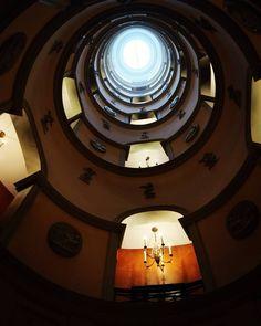 L'escalier #lhotelparis #lhotel #paris