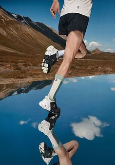 #cloudflyer #onrunning #on #running #laufschuh #running #shoe #runningshoe Running Shoes, Clouds, Black And White, Sports, Mens Running Trainers, Keep Running, Runing Shoes, Hs Sports, Black N White