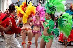 Helsingin kadut täyttyvät kerran vuodessa upeasta pukuloistosta, rytmeistä ja tanssiesityksistä. Kyseessä on Helsinki Samba Carnaval - aito katukarnevaali Rio de Janeiron tyyliin! #helsinki #finland
