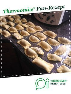 Maultaschen gefüllt mit Hackfleisch und Spinat Dumplings filled with minced meat and spinach from A Thermomix ® recipe from the main course with meat category at www.de, the Thermomix ® Community. Mince Dishes, Dumpling Filling, Pizza, Hamburger Meat Recipes, Healthy Brain, Cooking Together, Vegetable Dishes, Dumplings, How To Cook Pasta