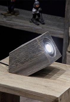 Petite lampe de bureau Vieux bois fabrication française , design  #luminaire #decoration #montagne #bois #design